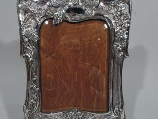 What Are Antique Picture Frames Made Of